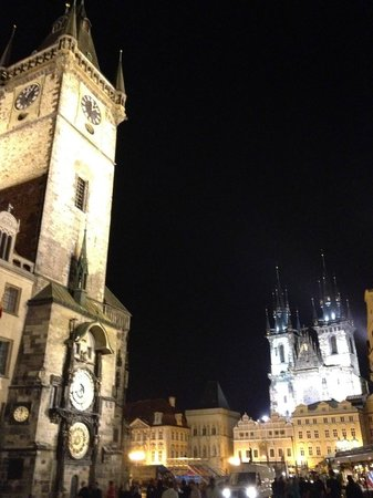Old Town Hall and Astronomical Clock : Torre a noite.