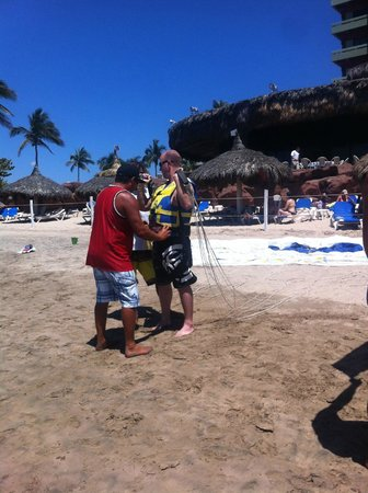 Pacifico Parasailing: setting up gear