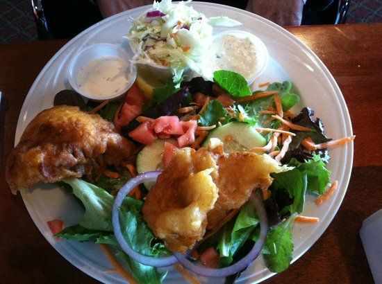Rose's Bar & Grill: Fish N Chips .... opted for salad rather then chips