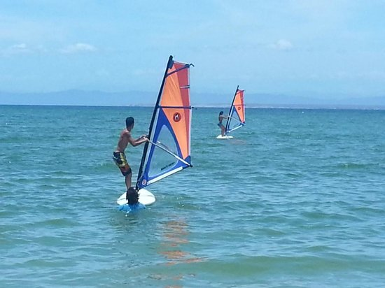 California Hotel: Practicando Windsurf en Playa El Yaque