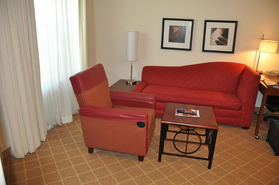 Residence Inn Lafayette Airport : Living room area of suite