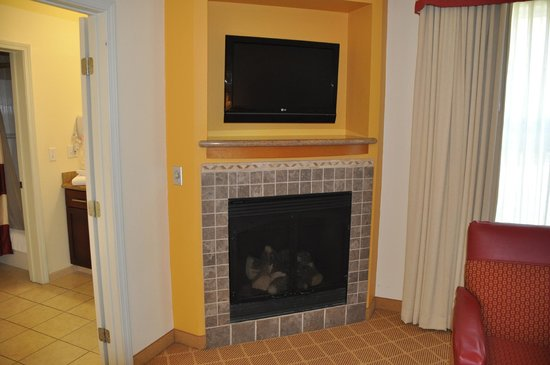 Residence Inn Lafayette Airport: Fireplace In Suite