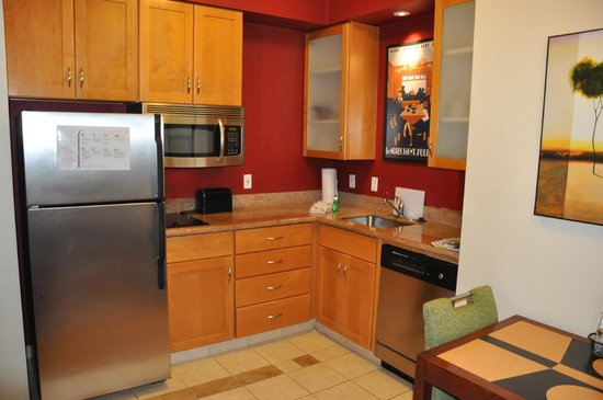 Residence Inn Lafayette Airport : Kitchen Area