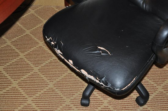 Residence Inn Lafayette Airport: Desk Chair Needs Covering