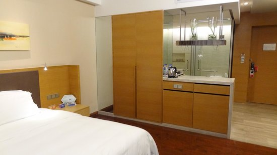 Ramada Plaza Shenzhen North: Room 1703