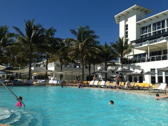 Boca Beach Club, A Waldorf Astoria Resort : Pool View
