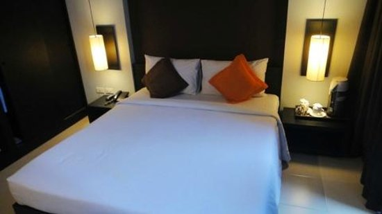 Miramar Hotel Bangkok: the other queen size bed