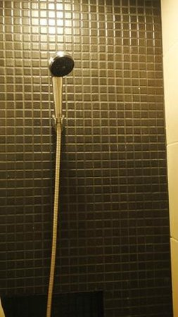 Miramar Hotel Bangkok: the shower area
