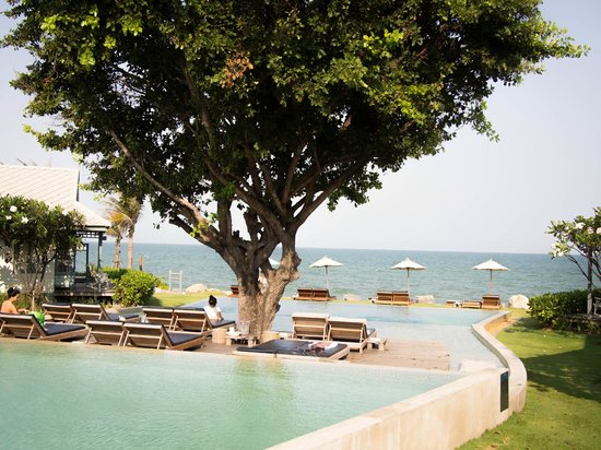 Devasom Hua Hin Resort: Pool & sea
