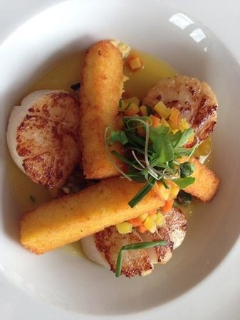 Peller Estates Winery Restaurant : Diver scallops with lobster and crispy polenta. Yummy!