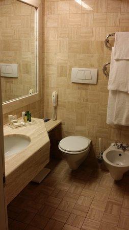 Hilton Rome Airport Hotel: Bathroom