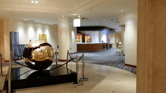 Hilton Rome Airport Hotel: Bar and Restaurant Entry