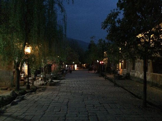Yunnan Shaxi Ancient Town : Shaxi old town in the evening, very peaceful