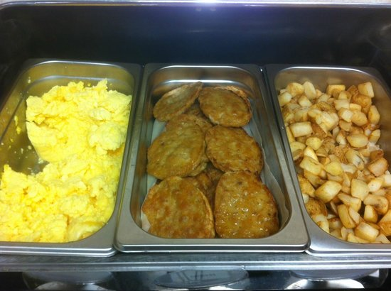 Best Western Plus Burlington Inn & Suites : Warm breakfast