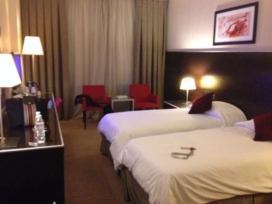 Majlis GRAND MERCURE Madina: Bedroom with twin beds
