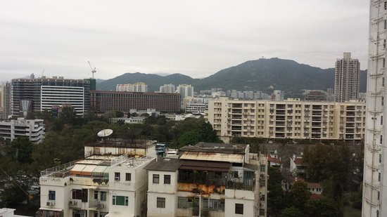 Metropark Hotel Kowloon: Refreshing view from our window