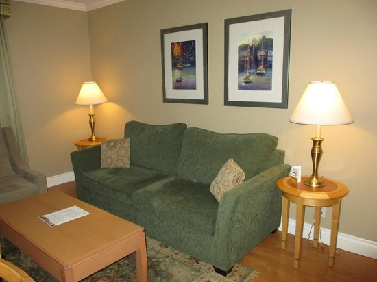 Sunset Inn and Suites: Sofabed in living area pulls out to a bed