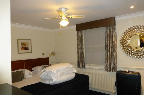 Collingham Serviced Apartments: Room114 Bedroom