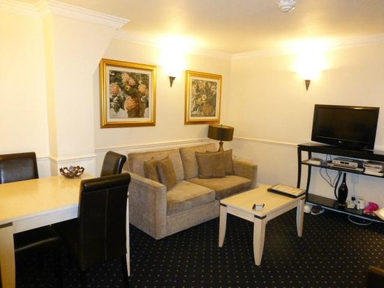 Collingham Serviced Apartments : Room114 Livingroom