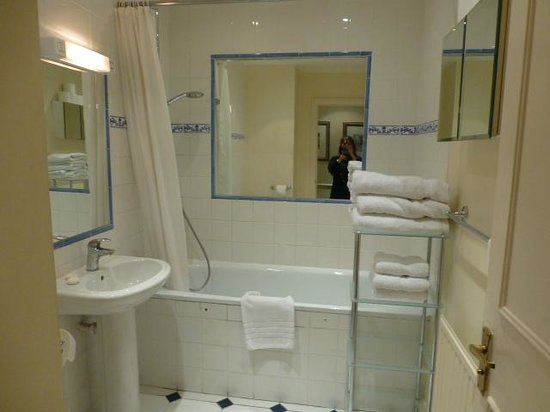 Collingham Serviced Apartments: Room114 Bathroom