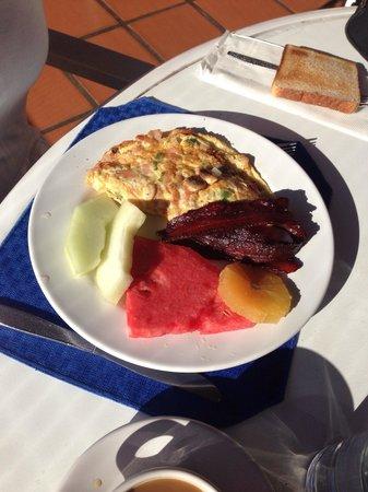 Posada Real Los Cabos: Breakfast omelette, fresh fruit