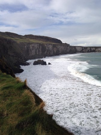 Carrick-A-Rede Rope Bridge: iPhone shot of the view when you're waking towards the steps