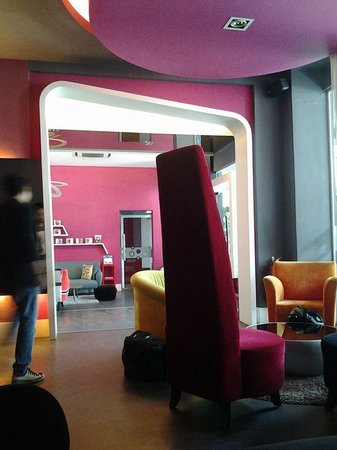 J Hotel: Hotel Lobby
