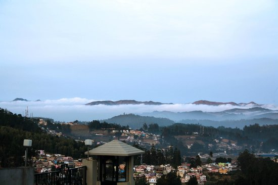 Sinclairs Retreat Ooty: Early morning view from the garden