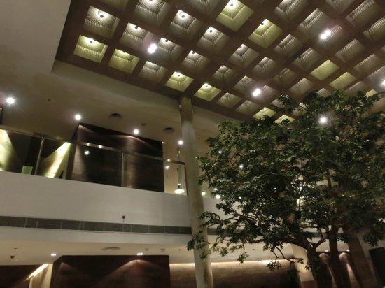 Morrissey Hotel Residences: ロビー
