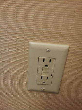 Fairfield Inn Palm Desert: Dented electrical outlet