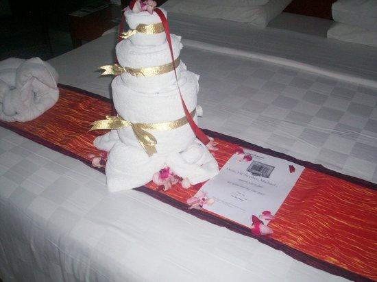 Bali Dynasty Resort Hotel : Towel birthday cake!!