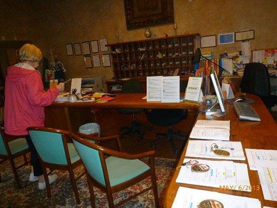 Castello di Montegufoni : RECEPTION AREA
