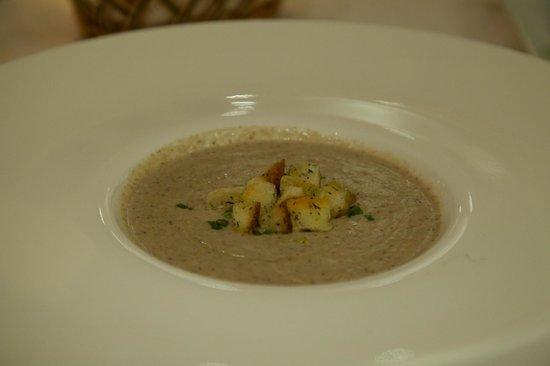 Cafe des Amis : Mushroom soup.