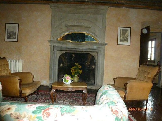 Castello di Montegufoni : LIVING ROOM