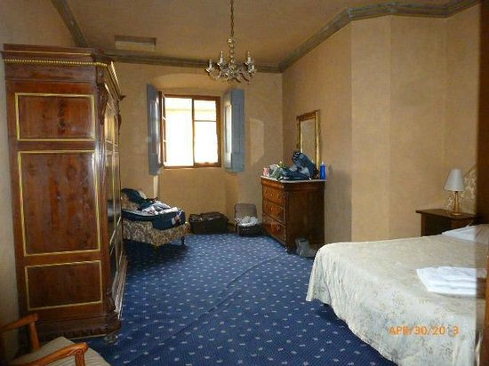 Castello di Montegufoni : OTHER BEDROOM