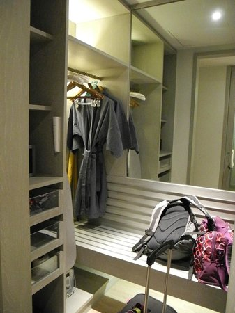 Pullman Phuket Arcadia Naithon Beach: you even have your own wardrobe and bathrobes in your room