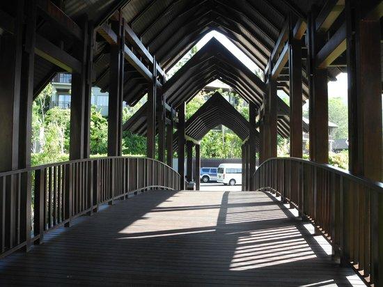 Pullman Phuket Arcadia Naithon Beach: the main walk way to the lobby