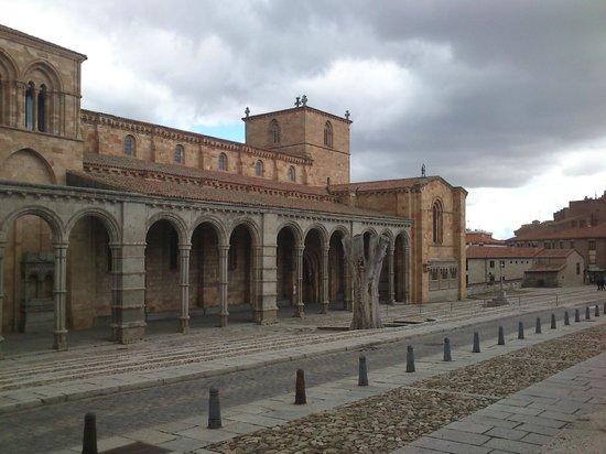 Basílica de San Vicente - Picture of Basilica de San ...
