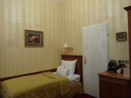 Opera Suites: room