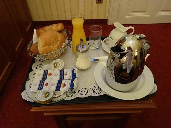 Opera Suites : breakfast
