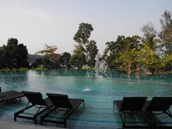 Pullman Phuket Arcadia Naithon Beach: relaxing by a lovely large pool