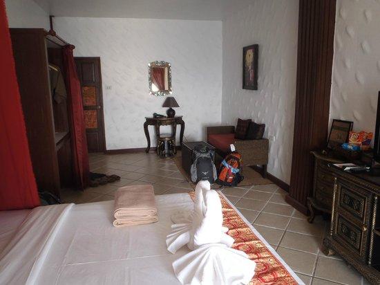Aminjirah Resort: Very large room