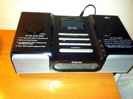 Pala Casino Resort and Spa: Clock radio with iPod Nano and iPhone 4 cradles