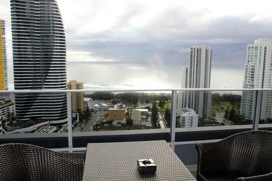 Meriton Serviced Apartments - Broadbeach: View from the balcony