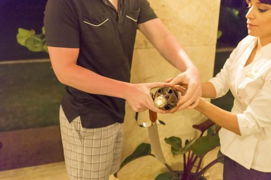 The St. Regis Bahia Beach Resort, Puerto Rico : Learning the sabering ropes