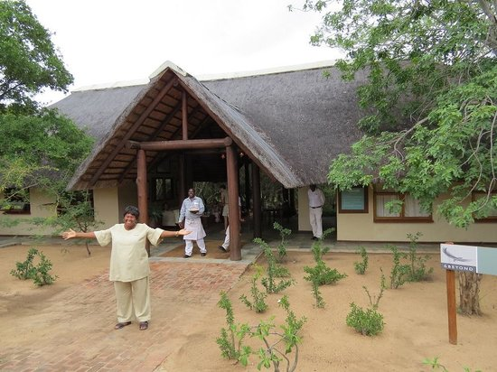andBeyond Ngala Safari Lodge: Mama Connie welcoming our arrival