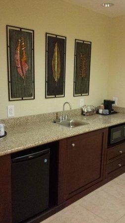 Hampton Inn & Suites Tifton : Kitchenette