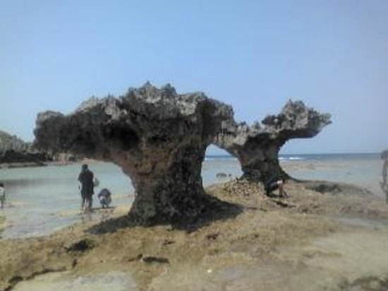 Kouri-jima Island: ハートの形をした岩