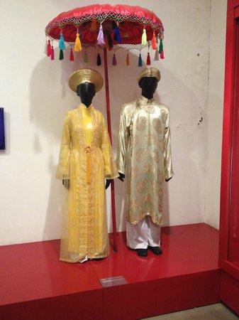 Vietnamese Women's Museum: Wedding outfits