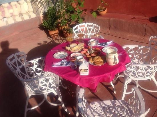 Casa Densil: colazione in terrazza